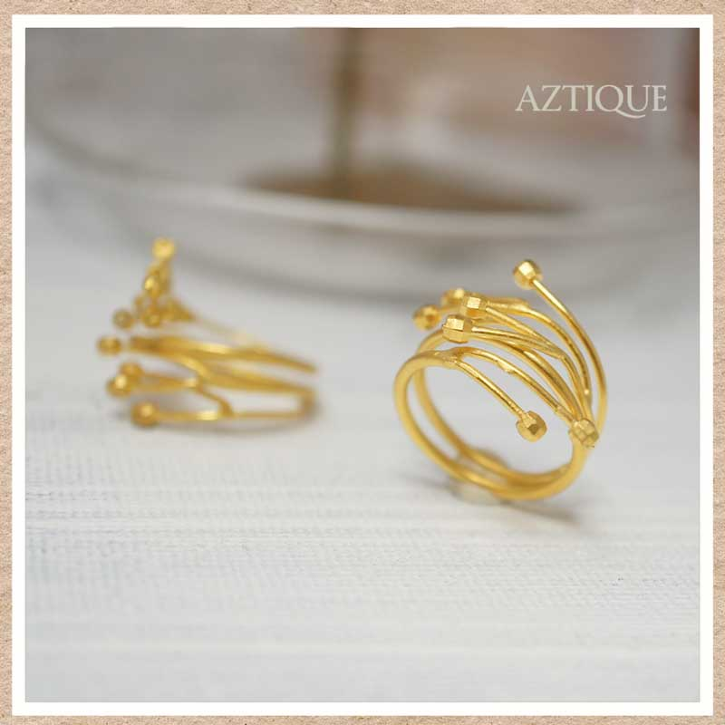 ケサランパサランをモチーフとしたゴールドリング(指輪)
