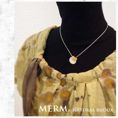 白蝶貝・マザーオブパールのネックレス 蝶々のネックレス