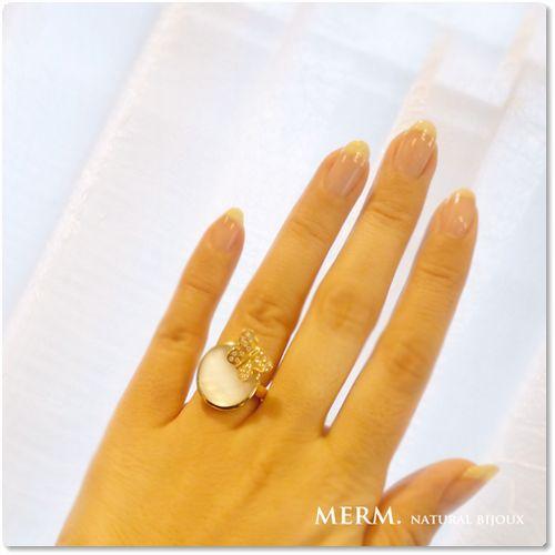 蝶モチーフの白蝶貝のリング・マザーオブパールのリング(ゴールド)
